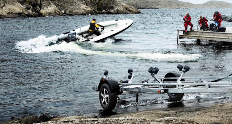 Atrelados para barcos e desportos aquáticos